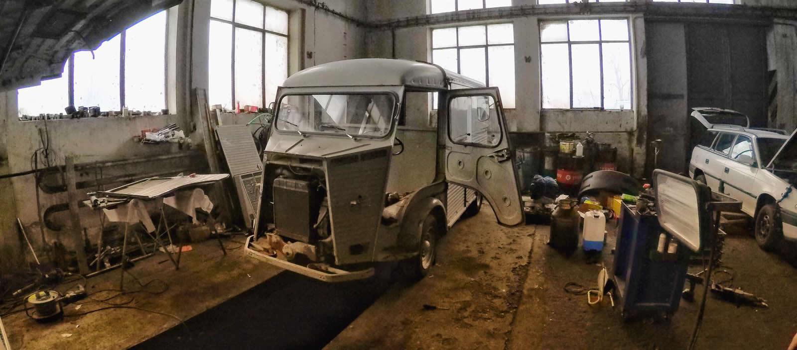 /AUTO.TN.NOVA.CZ/ – Češi zachránili vrak legendárního Citroënu. Prasečí nos spojili s pivem